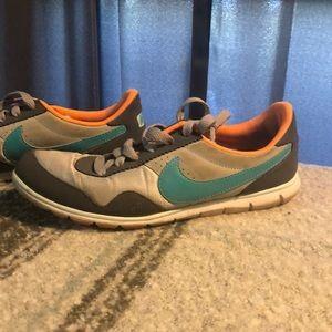 Nike Sneakers! Size 7